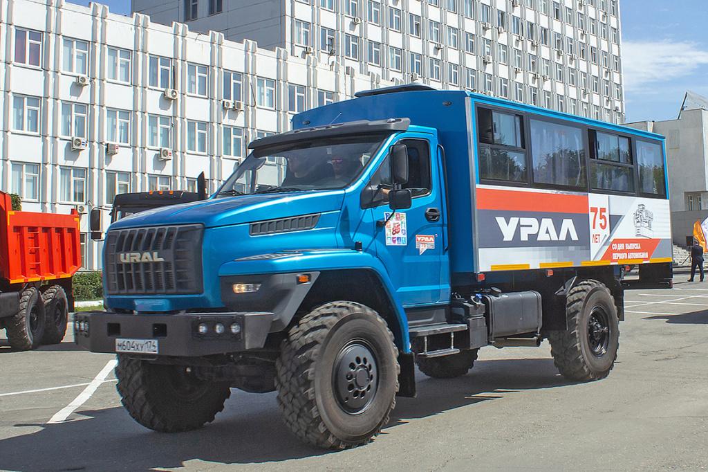 Современный вахтовый автобус Урал NEXT