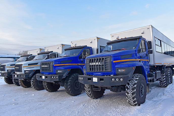 На шасси «Урал NEXT» партнером автозавода «Урал» создана особая серия вахтовых автобусов «Берлога» с усиленным каркасом